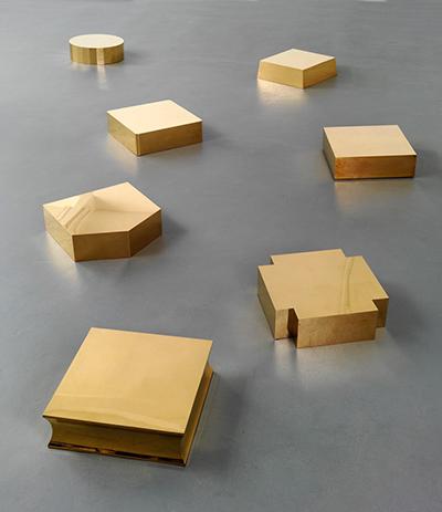 Yuji Takeoka Seven Pedestals, 2011 Size variable, 52 x 52 x 16cm Gilded brass Achim Kukuklies, Düsseldorf