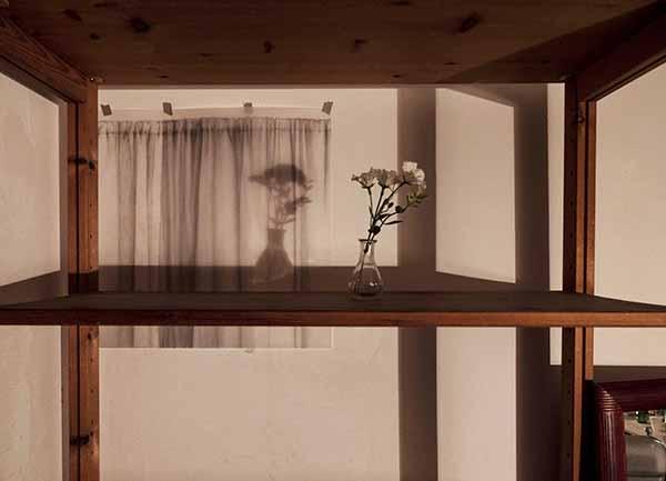 「Yesterday's story」(部分)2018 鉛筆、紙、部屋 撮影: Watson studio